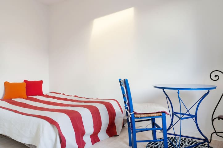 BELLE CHAMBRE SUNNY QUIET ROOM NEAR PARIS - Le Pecq - บ้าน