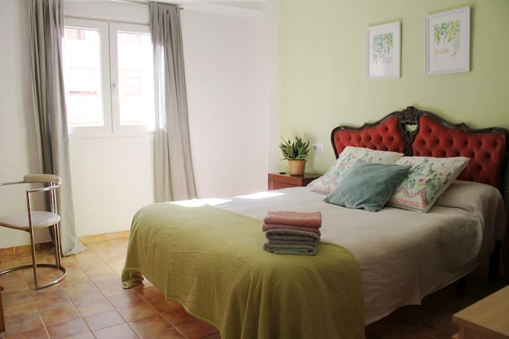 Big and sunny room close to the center - Palma de Mallorca - Flat