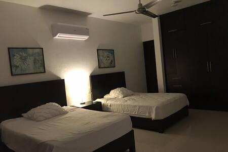 habitación cómoda, fresca y nueva