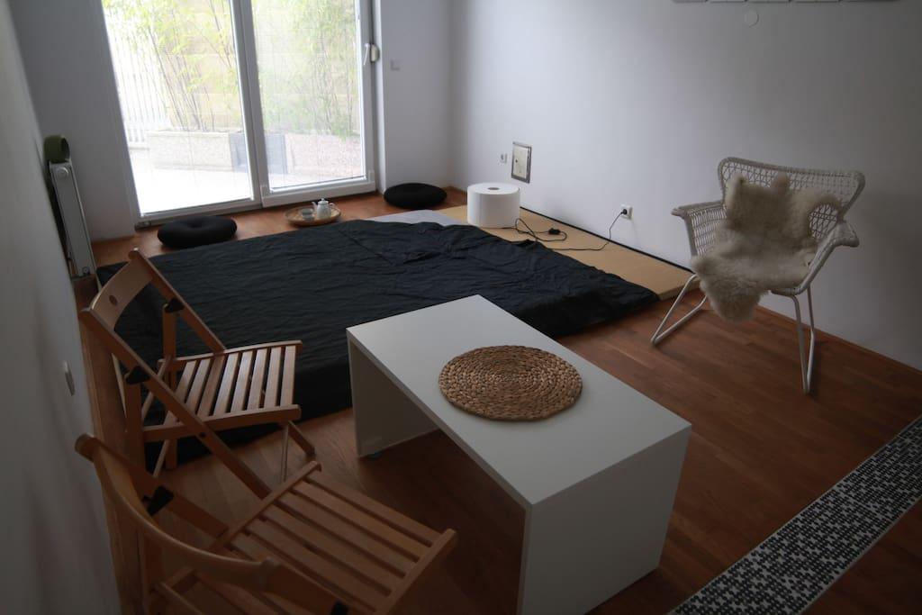 minimalistic japanese tatami with futton bad