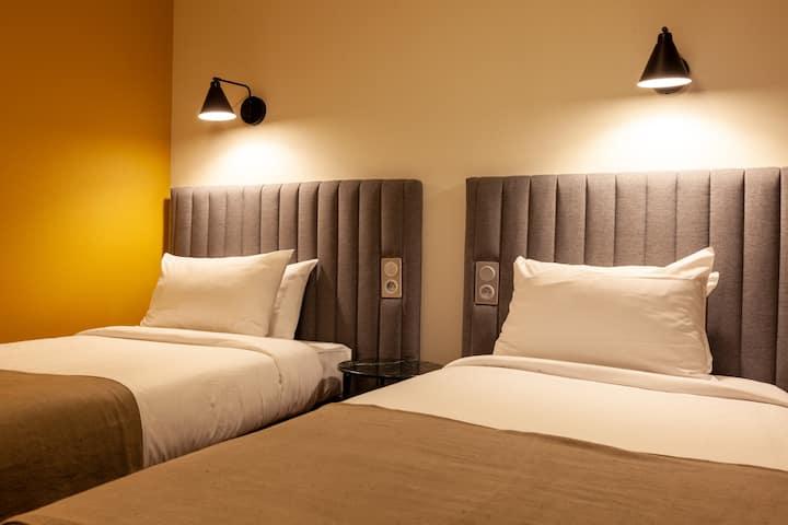 Belle chambre à deux lits en plein centre ville