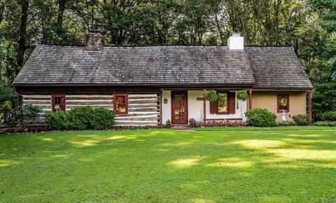 Cozy Historic 1700's Log Cabin