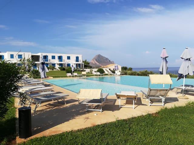 My Corner of Paradise - amazing view Makari