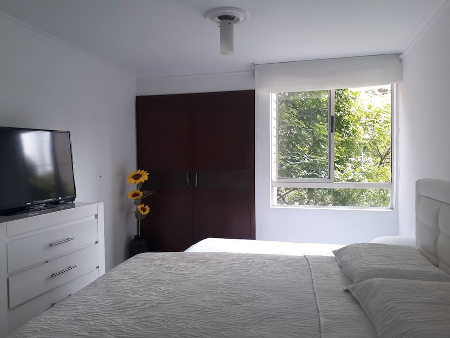Ventilación natural, camas cómodas y ambiente tranquilo / Natural ventilation, comfortable beds and quiet atmosphere