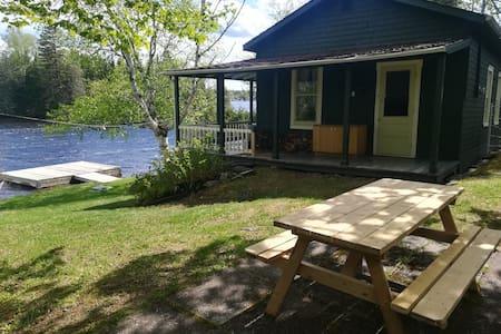 Chalet ancestrale de style champêtre sur le lac