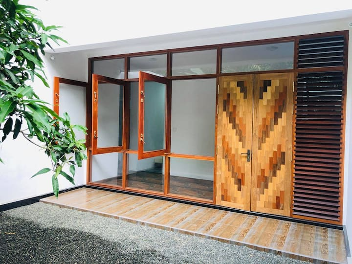 Galle Vacation ( Three bedroom house - hot water )