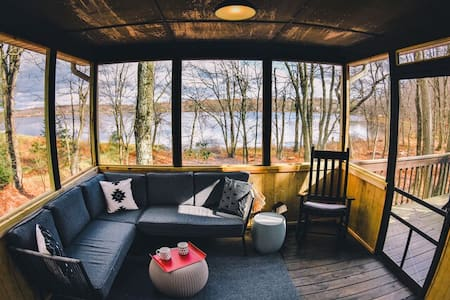 SP - Lakefront/ Scandi/ Hot Tub/ Deck and Firepit/ Walk to the Beach