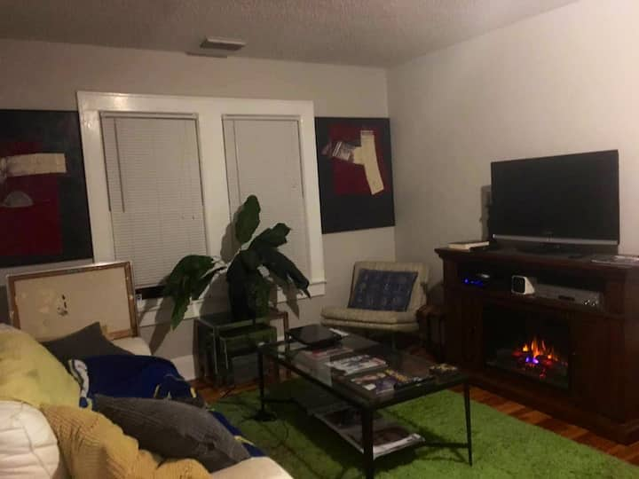 COZY 1 BED NEAR BEACH DOWNTOWN AND INTERSTATE