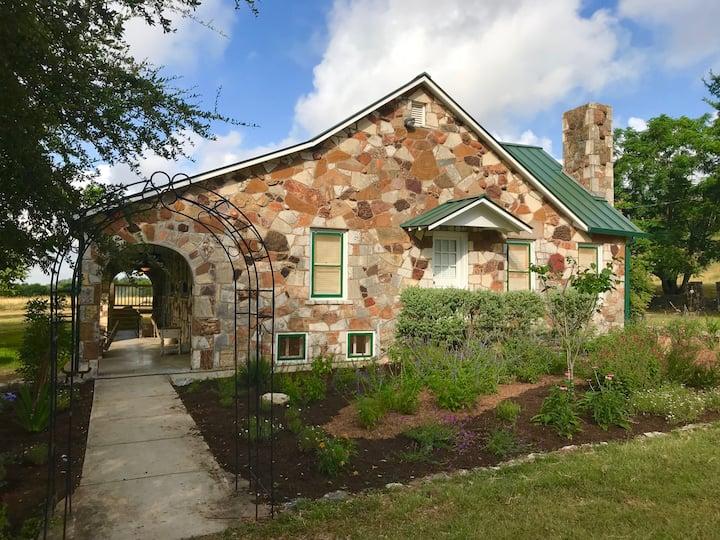 TX Rock House - Near TSU, Outlet Mall and Gruene
