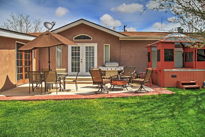Red Rock Rambler 3BR Moab Home - Moab - Huis