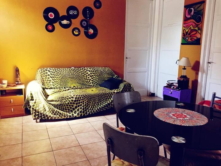 Habitación muy cómoda en cálido apartamento