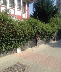 Villa 5 oda , lüks Esyali, 3 katlı - İstanbul