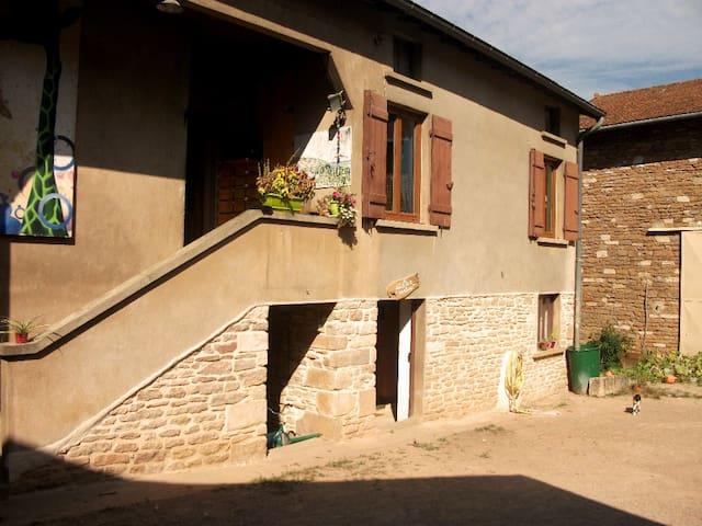 Chambre indépendante dans village maconnais. - Burgy - Apto. en complejo residencial