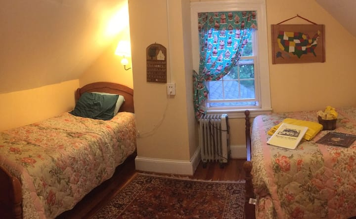 Bayfields Hansel-n-Gretel 3rd Floor w/window AC