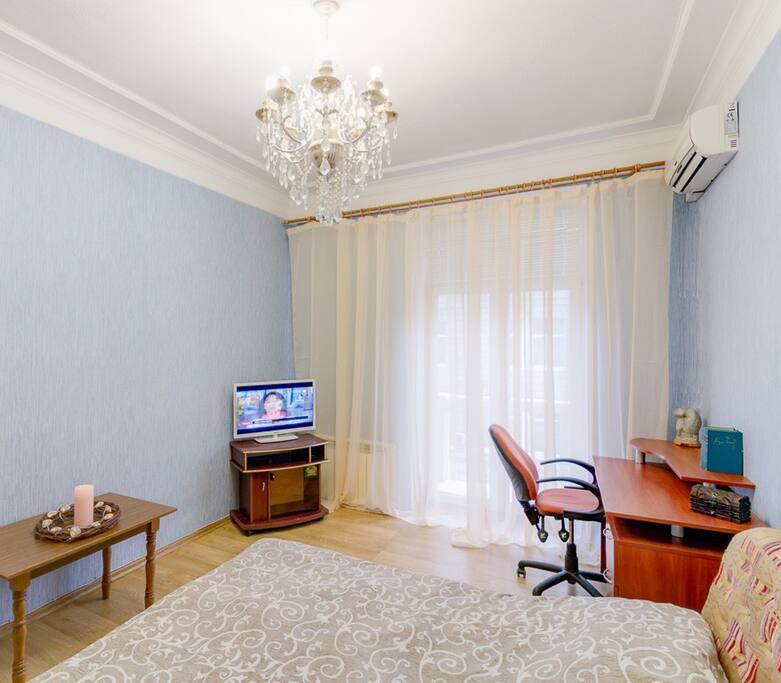 В квартире есть небольшой балкон,который выходит на пр. Московский