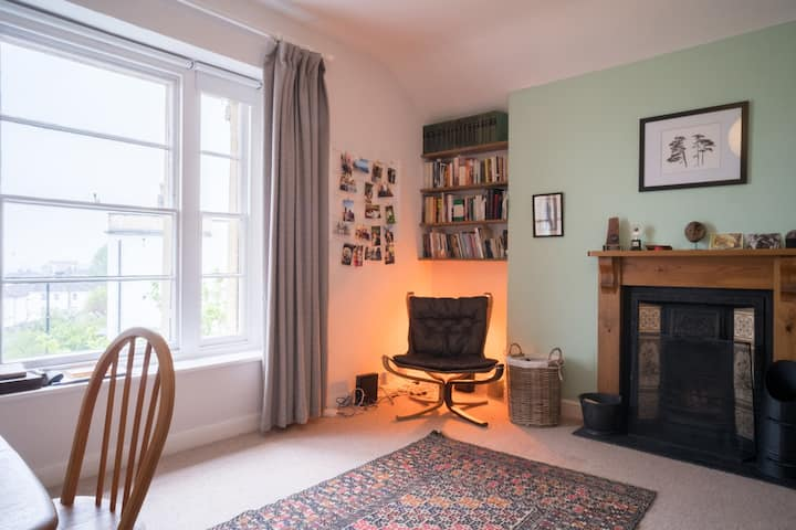 A beautiful 2 bed Victorian apartment in Cotham