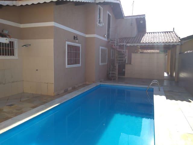 Casa c/ piscina: 300m da praia ótima localização