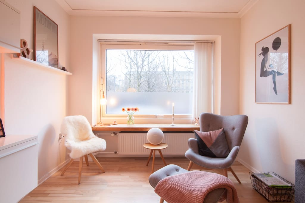Cosy corner in the living room - or sit in the window and enjoy the nature.