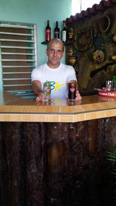 Cocteles cubanos preparados por tu anfitrion