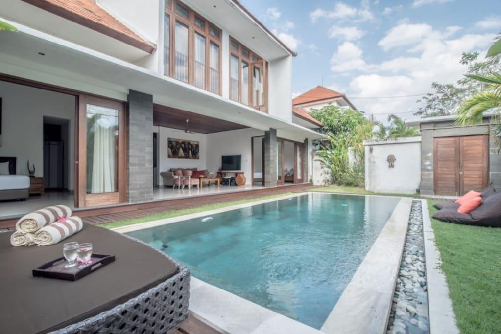 3br villa near seminyak villen zur miete in bali bali indonesien. Black Bedroom Furniture Sets. Home Design Ideas