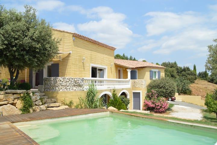 Belle villa provençale proche Avignon
