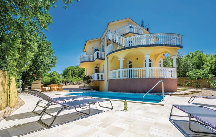 Tastefully decorated Villa with pool and sea view - Barušići - Villa