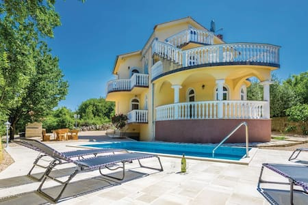 Tastefully decorated Villa with pool and sea view - Barušići