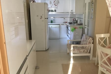 Yeni Foça merkezde en az on günlük kiralık villa