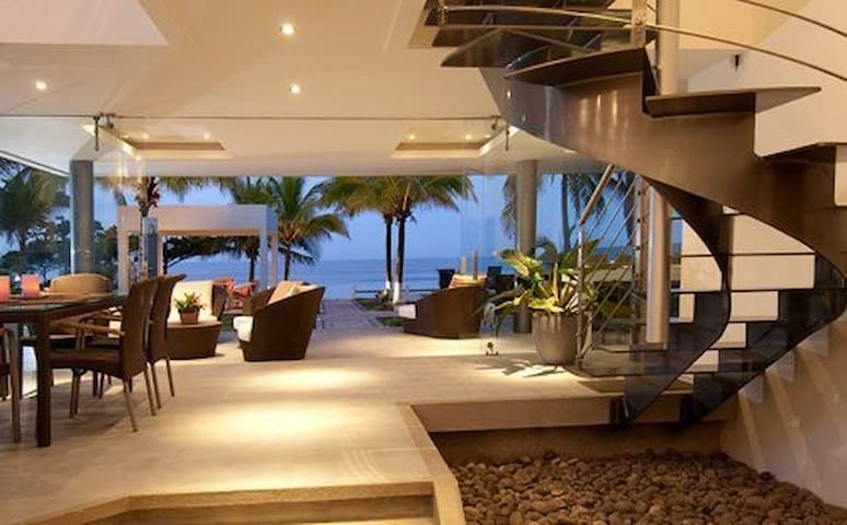 Whoa! Amazing beachfront luxury modern house