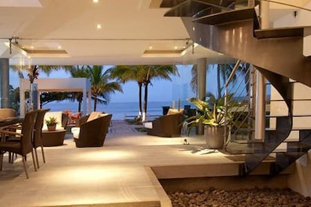 Amazing beach-front luxury modern house - Playa Tivives - Huis