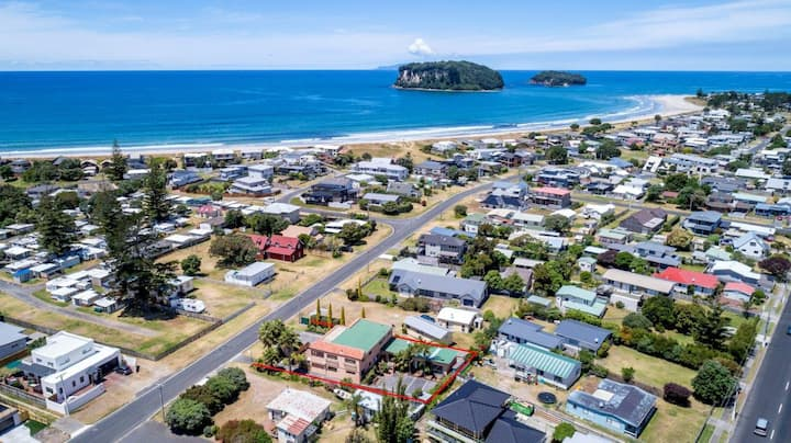 Heart of Whangamata - Up to 14 Adults