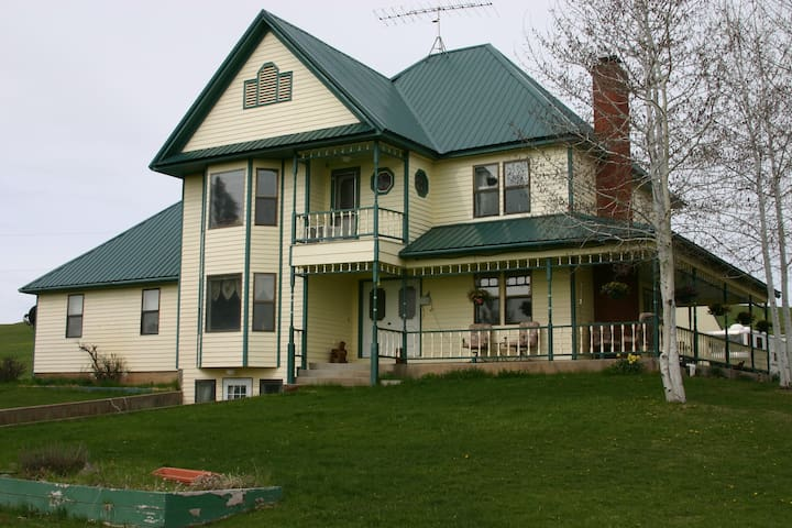 LAZY J RANCH BED & BREAKFAST   Moose suite