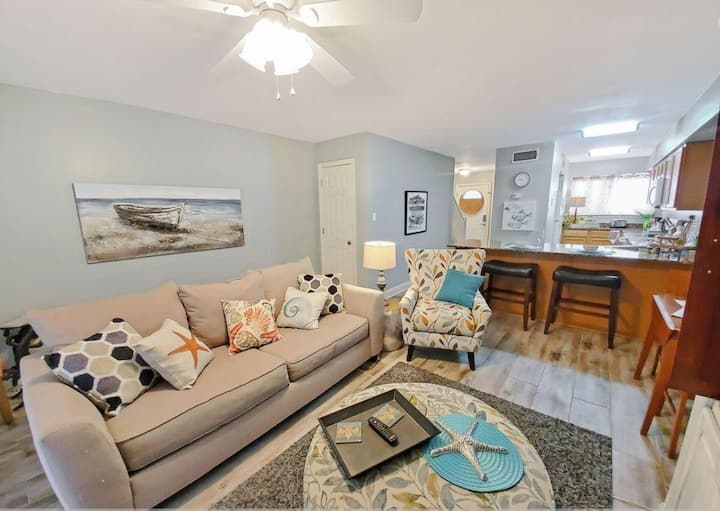 The Perfect Condo- Walk to Beaches & Casino Row!