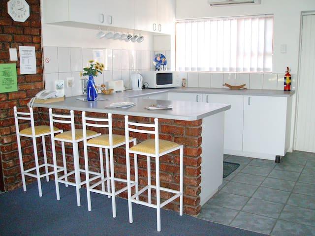 The Garden Lodge, Self catering Apartment - Uitenhage - Departamento