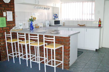 The Garden Lodge, Self catering Apartment - Uitenhage