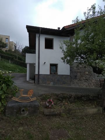 Caserío en Urdaibai (Laida y Laga)