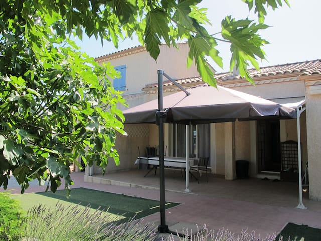 Chambre indépendante village calme - Méjannes-le-Clap - House