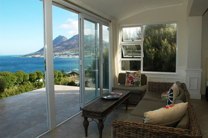 Spectacular views across False Bay. - Cape Town - House