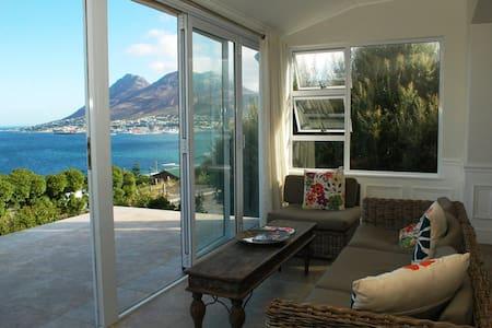 Spectacular views across False Bay. - Kaapstad