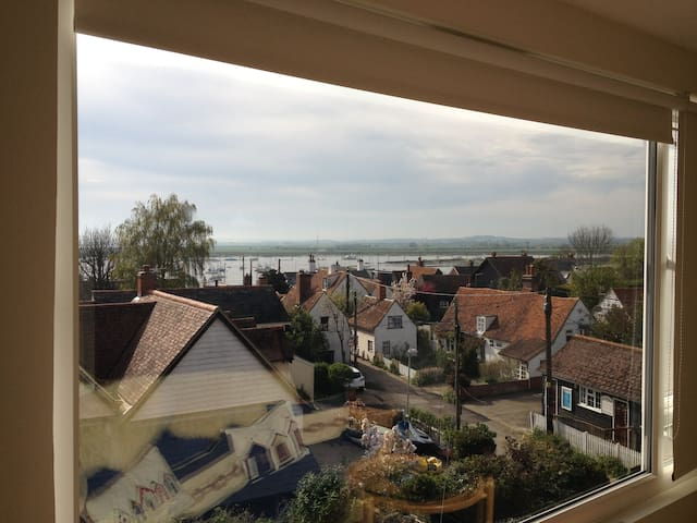 House with stunning view over Old Mersea to Sea - West Mersea