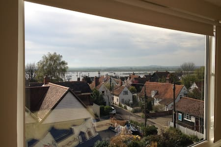 House with stunning view over Old Mersea to Sea - West Mersea - Casa