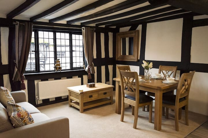 Cosy Cottage in Stratford upon Avon near Shakespeare Theatre