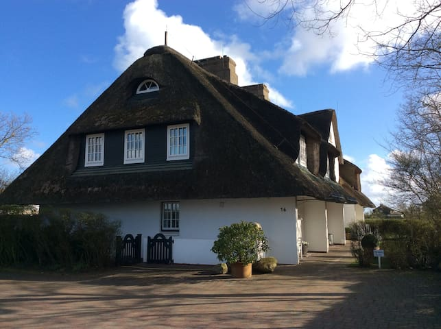 Luxuswohnung unter Reet am Kliff mit Wattblick