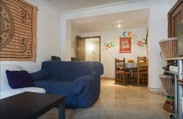 Single room in Valencia+wifi.