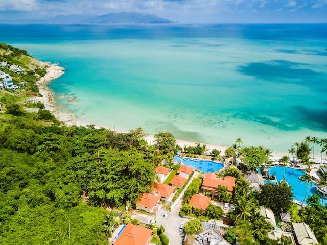 beach 550m from the villa