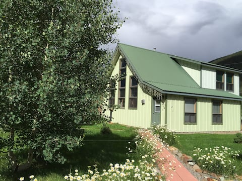 Animas House - in Silverton on the River / Kendall