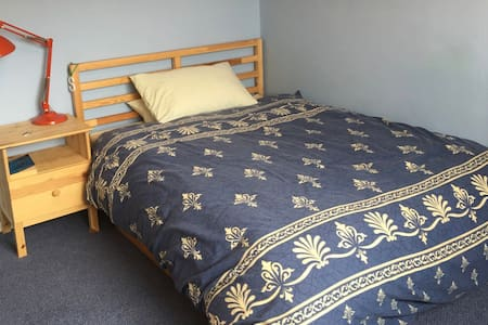Comfy Cotswolds - spacious DBL bedroom (listing 2) - Brockworth