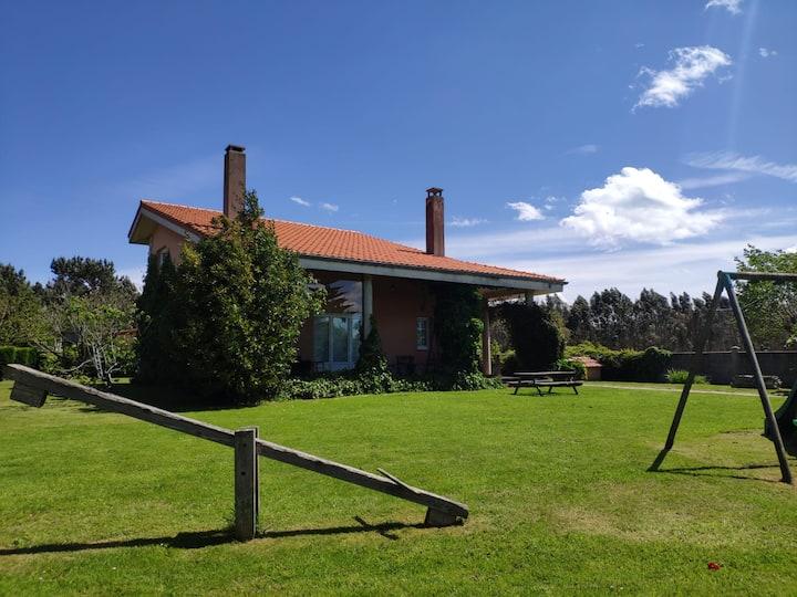 Casa de campo con jardín en la zona de Avilés