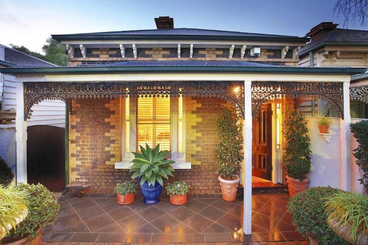 South Yarra Home With Lots of Space - South Yarra - House