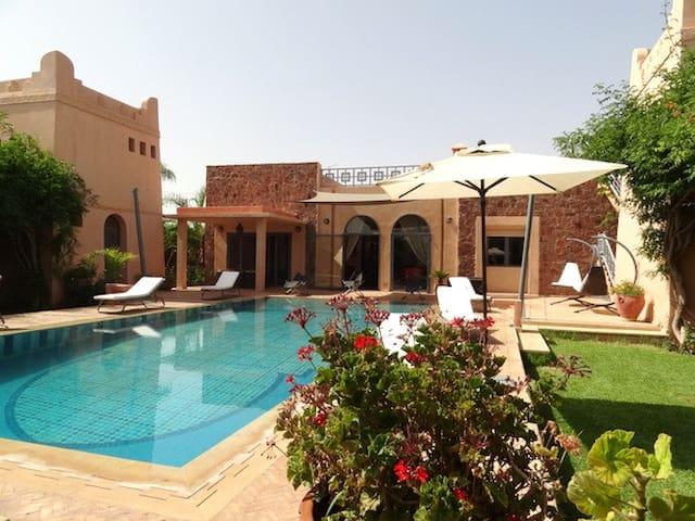 Magnifique et spacieuse villa avec piscine - Marrakech - Huoneisto